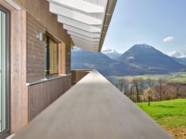 holzhaus oberwilen detail balkon handlauf